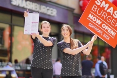 Ediburgh-Promotional-Staff-at-Smashburger-from-Varii-the-Leading-Promotional-Agency-in-Edinburgh-375x250